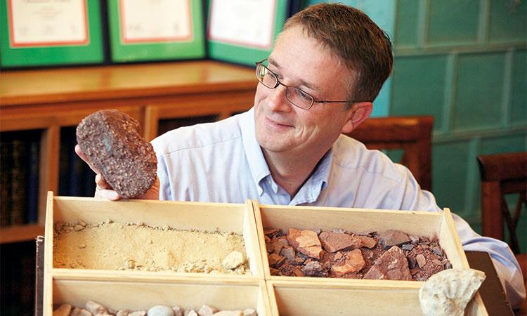 Hansjörg mit seinen Mineralen